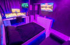 Eat -> Play -> Sleep Come Juega y Duerme Gamer Bedroom, Neon Bedroom, Bedroom Setup, Room Design Bedroom, Room Ideas Bedroom, Computer Gaming Room, Gaming Room Setup, Small Game Rooms, Otaku Room