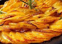 Pečené cibulové brambory No Cook Meals, Quinoa, Ham, A Table, Macaroni And Cheese, Carrots, Bacon, Food And Drink, Potatoes