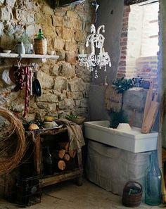 Love field stone walls and 'farmhouse' sinks
