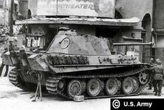 American soldiers inspecting a intact Panther Ausf G on a street in downtown Munich Ww2 Pictures, Ww2 Photos, Historical Pictures, Panzer Iii, Auto Union 1000, Wiking Autos, Panther Pictures, Mg 34, Armoured Personnel Carrier