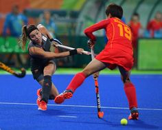 Netherland's Eva de Goede (L) plays a shot past China's Zhang Xiaoxue during the women's field hockey China vs Netherlands match of the Rio 2016 Olympics Games at the Olympic Hockey Centre in Rio de Janeiro on August, 10 2016