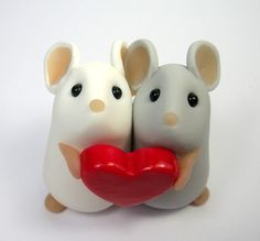 Cute little pair of mice / mouse cake topper with heart. #caketopper