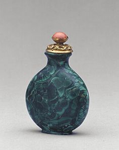 Qing dynasty snuff bottle (Malachite)