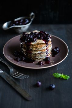 """Rčení """"ani za mák"""" tu dnes rozhodně nenajdete. Po ochutnání našich lahodných receptů budete zásadně pro mák! Propadněte kouzlu vláčného dortu, křehkých sušenek nebo nadýchaných lívanců! Food Photo, Panna Cotta, Pancakes, French Toast, Goodies, Food And Drink, Pudding, Treats, Baking"""