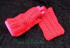 Mittens model Victorian Shell in red. Crochet made. Size M - long covers the wrist. Fingerless Gloves, Arm Warmers, Victorian, Sewing, Friends, Etsy, Templates, Mittens, Red