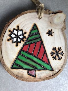 Essential things for inspirational diy rustic christmas decorations you love Wooden Ornaments, Diy Christmas Ornaments, Christmas Projects, Holiday Crafts, Christmas Decorations, Ornaments Image, Christmas Ideas, Wood Burning Crafts, Wood Burning Patterns