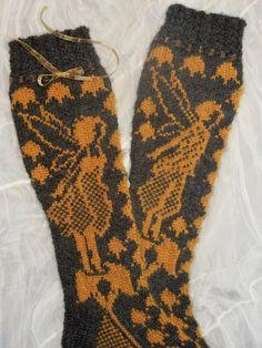 Vanuttunut Villasukka: Kultaisen suudelman odotus Mittens, Socks, Stitch, Knitting, Crochet, Tips, Fashion, Sock Knitting, Stockings