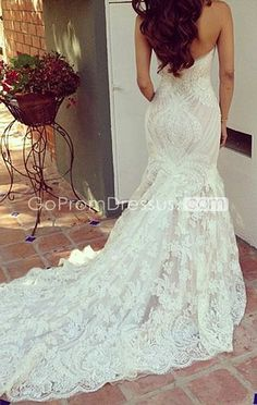 BEAUTIFUL! Mermaid style gown in lace with gorgeous detail! http://slimmingtipsblog.com/what-is-the-best-way-to-lose-weight-fast/