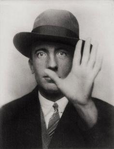 """""""Je vois le monde tel que je suis.""""Paul Eluard, 1927. By Man Ray."""