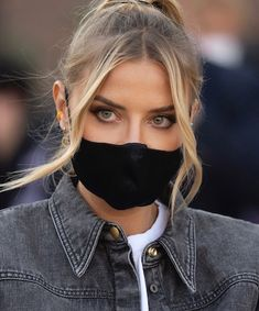 Expert Tips on How to Sport a Face Mask and Sunscreen Rodan And Fields Soothe, Best Acne Products, Best Sunscreens, Poker Face, Sun Care, Nice Ideas, Beauty Junkie, Tinted Moisturizer, Beauty Shop