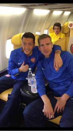 Mesut Ozil and Per Mertesacker off to Germany for champions league game against Borussia Dortmund......<3