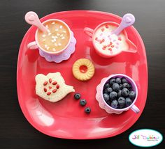 Tea Party Lunch- also tons of cute bento style lunches! Food Art For Kids, Fun Snacks For Kids, Kids Meals, Tea Party Snacks, Tea Party Table, Teapot Cookies, Creative Snacks, Pretend Food, Preschool Snacks