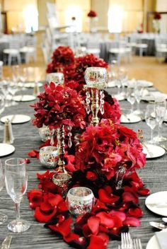 26 Chic And Sophisticated Red And Grey Winter Wedding Ideas | www.inspirebridalboutique.com