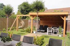 Overkapping/veranda met schommel voor oud en jong!