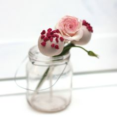 English Rose Cake Pops for Mother's Day #MothersDay #Cakepops Look so lovely! We love!