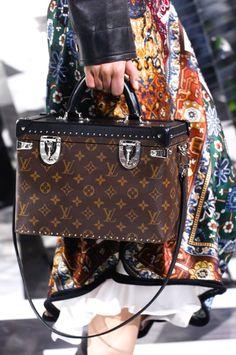 2eac683220db Louis Vuitton Fall 2016 Ready-to-Wear Accessories Photos - Vogue