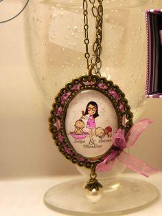 COLGANTE personalizado con el retrato en dibujo de la niña Y SUS DOS HERMANOS MELLIZOS...MARTINA, SARA Y ARTURO...