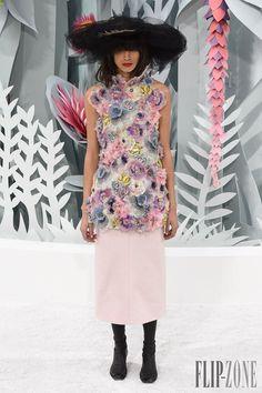 Paris Hautute Couture Fashion Week: Chanel Haute Couture Spring/Summer 2015 fashion show Live Fashion, Fashion Week, Paris Fashion, Runway Fashion, Fashion Show, Fashion Design, Uk Fashion, Fashion Images, Fashion Spring