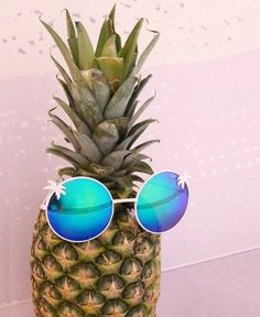 Sunglasses and Pineapple combination announces the arrival of hot summer. Summer Of Love, Summer Fun, Happy Summer, Summer 2016, Lunette Style, I Need Vitamin Sea, Ray Ban Sunglasses Sale, Summer Sunglasses, Sunglasses Online