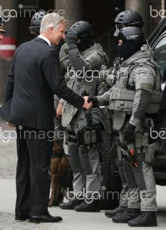 20151110 - BRUSSELS, BELGIUM: King Philippe - Filip of Belgium (L) meets members of the special forces during a visit to the DSU, Direction Specials Units, of the federal police, in Brussels, Tuesday 10 November 2015. BELGA PHOTO VIRGINIE LEFOUR