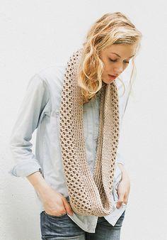 Ravelry: Honey Stitch Cowl pattern by Davina Choy- free knitting pattern