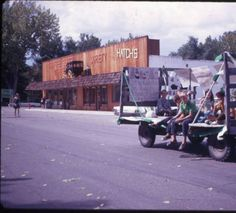 4-H Parade Down 4th Street :: Photograph Collection