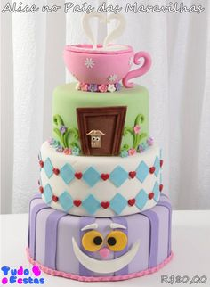Bolo fake em biscuit Alice no Pais das Maravilhas Bolo Da Minnie Mouse, Torta Candy, Birthday Cale, Alice In Wonderland Cakes, Poke Cakes, Cake Board, Unique Cakes, Pretty Cakes, Cake Creations