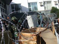 """Офицер: На востоке Украины """"работают"""" те же люди, которые захватывали военчасти в Крыму / Гордон"""