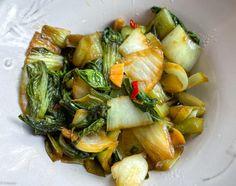Chou express – Pak choï sauté à l'ail et au piment | Lutsubo Pak Choï, Plat Vegan, Wok, Sprouts, Cabbage, Food And Drink, Vegetables, Foods, Cabbage Stir Fry