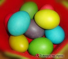 Παστέλ αυγά της Άννα-Μαρίας Μπαρού #sintagespareas Easter Eggs, Pastel, Chicken, Crafts, Diy, Food, Easter Ideas, Bags, Handbags