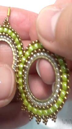 Beaded Jewelry Designs, Handmade Beaded Jewelry, Tatting Jewelry, Bead Jewellery, Beaded Earrings Patterns, Diy Earrings, Motifs Perler, Earring Tutorial, Schmuck Design
