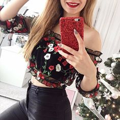 Show your shoulder & your best florals.@msdoncellita shop the mesh top in bio #offshoulders... Could I buy this? Love it <3 #outfit #style #Cute #ootd