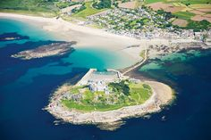 St Michael's Mount: 10 facts Set high up on the rocky summit of an iconic Cornish island, surrounded by dense clusters of trees, craggy rocks and golden beaches, is an imposing castle – part Norman abbey and part Victorian house. We bring you 10 facts about St Michael's Mount. via britain-magazine.com