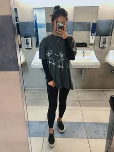 Layered outfit outfitgoals oversized graphic tee urban outfitters black long sleeve brandy melville leggings black platform vans what jeans to wear with vans best outfits outfit vans jeans womensoutfits Casual School Outfits, College Outfits, Cute Casual Outfits, Boho Outfits, Vintage Outfits, Outfits With Black Vans, Cute Outfits With Leggings, Black Leggings Outfit, Urban Outfits