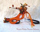 Vrolijk, oranje oogmasker met bessen