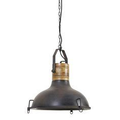 Soms is een product zo geweldig, dat het geen uitleg nodig heeft. Neem nou deze Kyony hanglamp, die bestaat uit een perfecte combinatie; roest kleur, hout en een stoer industrieel ontwerp waar je u tegen zegt! De industriele manier van vormgeven geeft deze lamp een moderne, maar ook hedendaagse uitstraling. Hierdoor past hij vrijwel in elk interieur. Prachtig boven de tafel in de woonkamer, of juist in de keuken. Het kan allemaal met hanglamp Kyony van het merk Light & Living!
