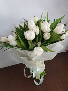 #tulips #whitetulip #tulipbouquet #lalele #buchete #florionline Crown, Table Decorations, Furniture, Home Decor, Corona, Decoration Home, Room Decor, Home Furnishings, Home Interior Design