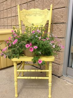 Balcony garden 597712181782141475 - 67 Upcycled Furniture Planter Ideas – Unique Balcony & Garden Decoration and Easy DIY Ideas Source by balconydiy Old Chairs, Vintage Chairs, Porch Chairs, Chair Planter, Garden Chairs, Balcony Garden, Painted Chairs, Porch Decorating, Yard Art