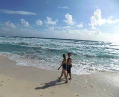 #TakeAHikeDayThe best place for it is the @sandoscancun beach Día de tomar una caminata y el mejor lugar para hacerlo es en la playa de @sandoscancun