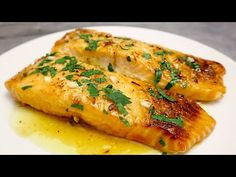 Łosoś w miodzie - sos czosnkowy w piekarniku # 127 - YouTube Tuna Recipes, Seafood Recipes, Honey Garlic Sauce, Crab Cakes, Four, Fish And Seafood, Chinese Food, The Creator, Aglio