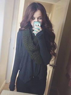 Teen fashion. Winter fashion. Knit scarves