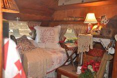RV Camper Vintage Bedroom Interior Design Ideas 2