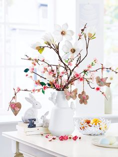 4 Awesome Easter Crafts To Do With Your Kids Easter Flowers, Easter Tree, Table Presentation, Seasonal Decor, Holiday Decor, Easter Celebration, Hoppy Easter, Easter Eggs, Spring Home