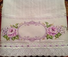toalhas de banho pintada a mão - Pesquisa Google Bed Sheet Painting Design, Fabric Painting, Painting On Wood, Stencil Fabric, Towel Embroidery, Ribbon Embroidery, Machine Embroidery, Sewing Crafts, Sewing Projects