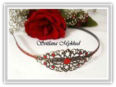 Serre tete `Alëna` en métal bronzé estampe filigranée incrusté de strass rouge : Accessoires coiffure par perles-et-couronnes