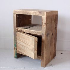 Here's a new take on my simple ANGSTROM side table - perfect for the bedroom and with enough space for radio, alarm clock, magazines, a couple books, a mug of Horlicks or just about anything else ↟ Reclaimed Wood Side Table, Reclaimed Wood Furniture, Pallet Furniture, Rustic Furniture, Pallet Beds, Pipe Furniture, Diy Furniture Projects, Woodworking Projects Diy, Woodworking Furniture