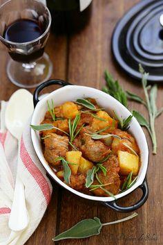 Sauté de veau à l'italienne (spezzatino/undejeunerausoleil.com/Le sauté de veau en Italie et plus précisément le spezzatino con le patate (le sauté avec les pommes de terre) fait vraiment partie des points de repères.