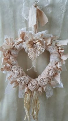 Delectable Shabby Chic Decor Bridal Ideas 5 Insane Tips and Tricks: Shabby Chic Fabric Burlap Lace shabby chic kitchen walls. Tissu Style Shabby Chic, Shabby Chic Rustique, Shabby Chic Kranz, Shabby Chic Spiegel, Shabby Chic Stoff, Cottage Shabby Chic, Rustikalen Shabby Chic, Cocina Shabby Chic, Shabby Chic Wreath
