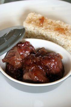 cocotte de joues de porc caramélisées aux oignons rouges