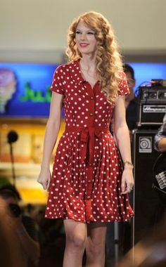 Vestido campestre y romántico al estilo de Taylor Swift.